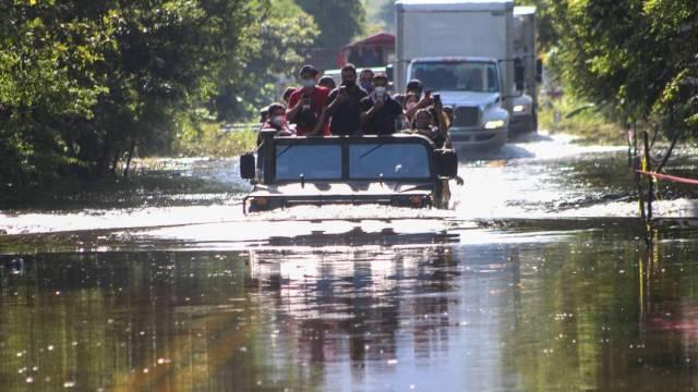 La Conagua indicó que aunque inició el descenso del río Usumacinta, seguirá encima de su nivel crítico al menos 10 días más