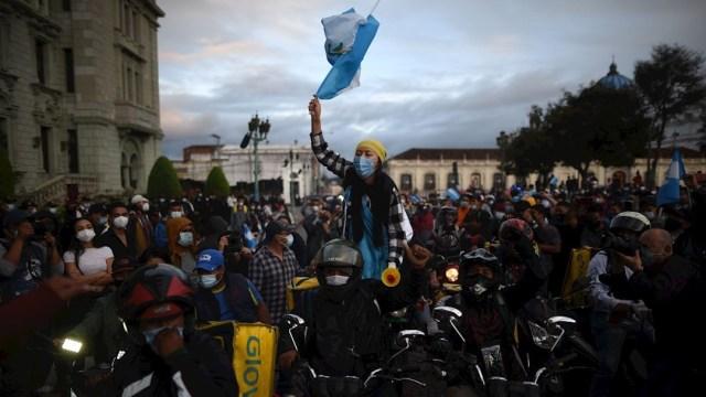 Tras protestas, Congreso de Guatemala da marcha atrás al presupuesto