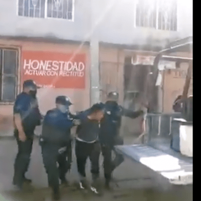 VIDEO: Policías de Zaachila, Oaxaca, detienen a habitantes sin cubrebocas