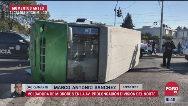 vuelca microbus en avenida prolongacion division del norte