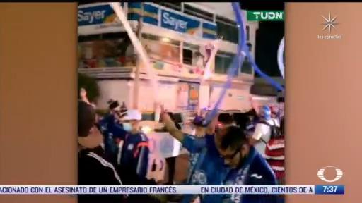 aficionados de cruz azul causan aglomeracion en estadio azteca pese a covid