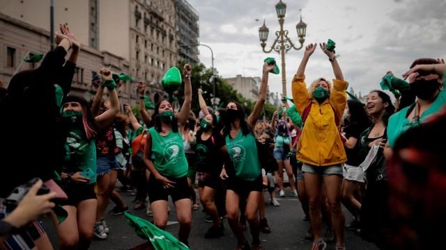 Celebran avance de la ley del aborto en Argentina