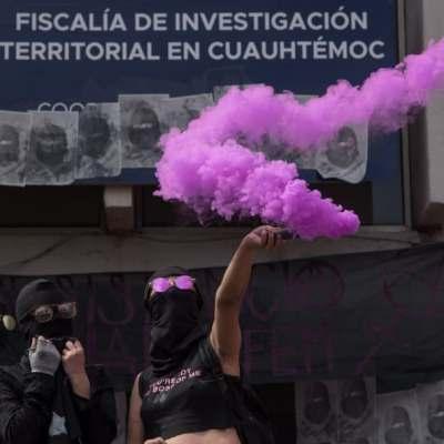 Feministas se manifestaron afuera de la FGJCDMX por acusaciones en su contra