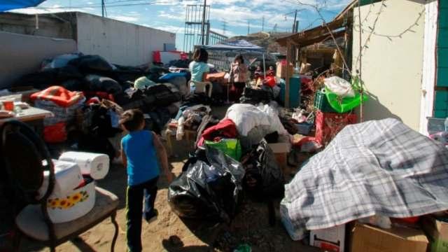 Migrantes se solidarizan con damnificados por incendios en Tijuana