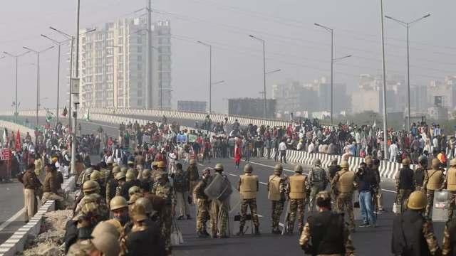 Protestas agrícolas contra reforma agraria en India dejan 22 muertos