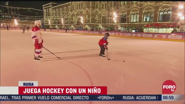 putin cumple deseo a nino de jugar hockey con el