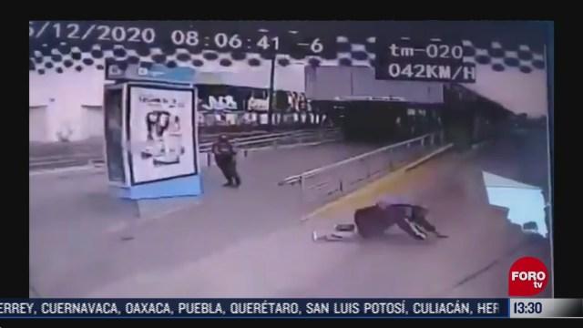 sujeto se arroja al paso de una unidad del macrobus en guadalajara