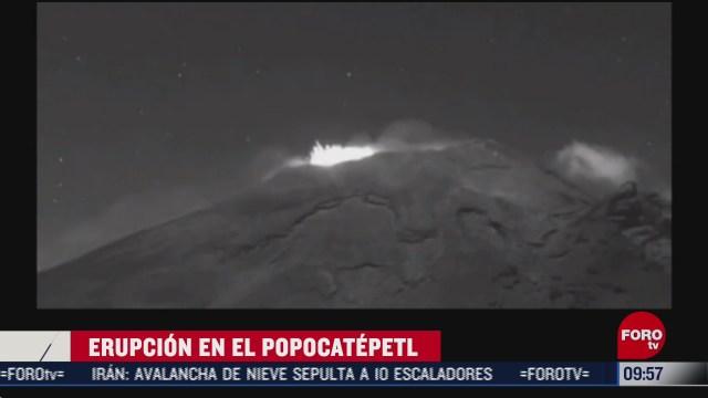 volcan popocatepetl presenta erupcion de material incandescente