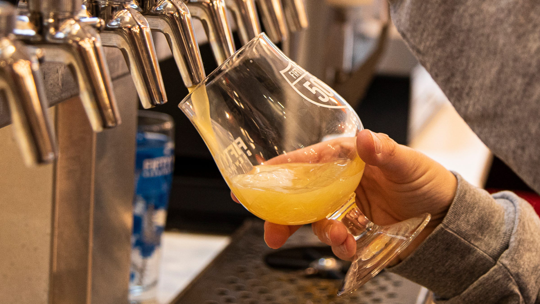 Acusan a empleados de robar y revender cerveza con valor de 1.7 millones de euros