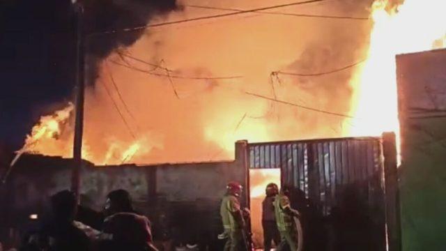 almacen de madera se incendia en valle de chalco edomex