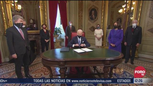 biden firma los primeros documentos como presidente de eeuu