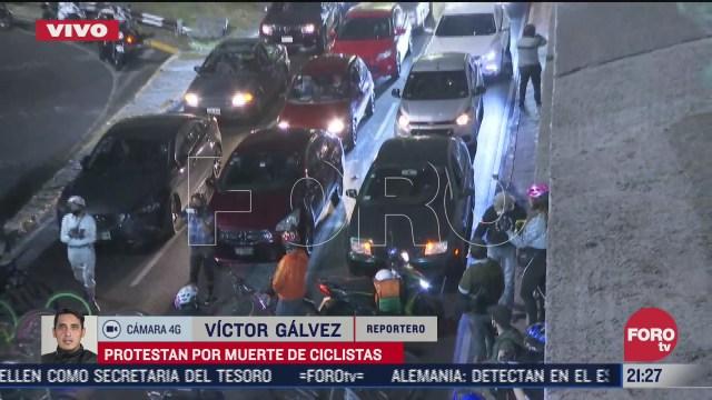 ciclistas bloquean viaducto miguel aleman en ambos sentidos