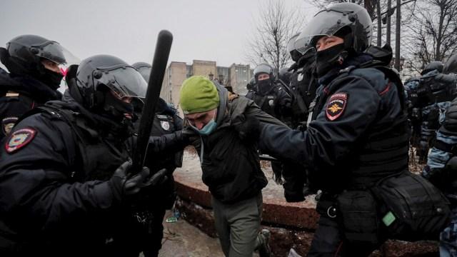 La Policía rusa detiene a varias personas durante las marchas en apoyo al líder opositor Alexéi Navalni