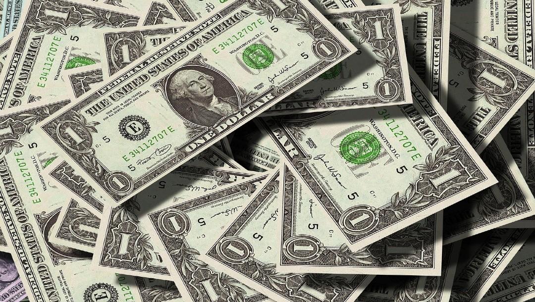 Dólar cierra a 19.98 pesos, con una bolsa que anota mayor alza semanal en siete meses