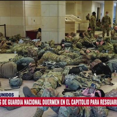 Elementos de seguridad duermen en el suelo para resguardar el Capitolio