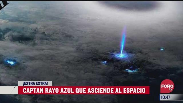 extra extra captan rayo azul que asciende al espacio