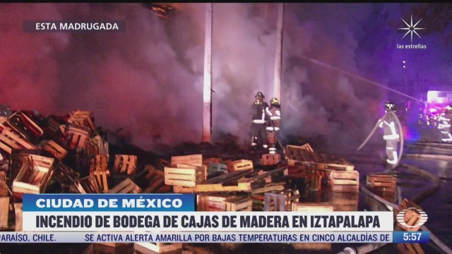 incendio consume cajas de madera en la alcaldia iztapalapa cdmx