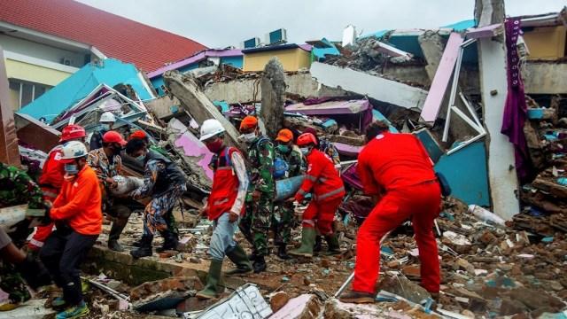 Indonesia intensifica labores de rescate en isla de Célebes por terremoto