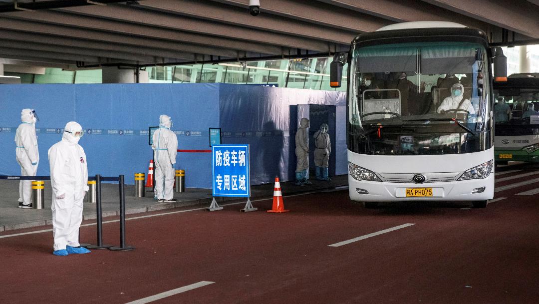Integrantes de misión OMS en Wuhan dan positivo a anticuerpos de coronavirus y se quedan en Singapur