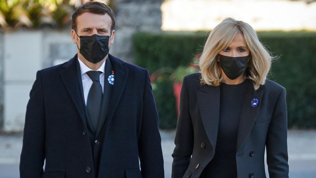 La esposa del presidente Macron dio positivo por COVID-19 en Nochebuena