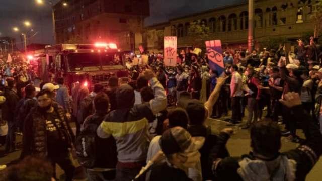Manifestantes muertos en Perú recibieron disparos de armas de fuego