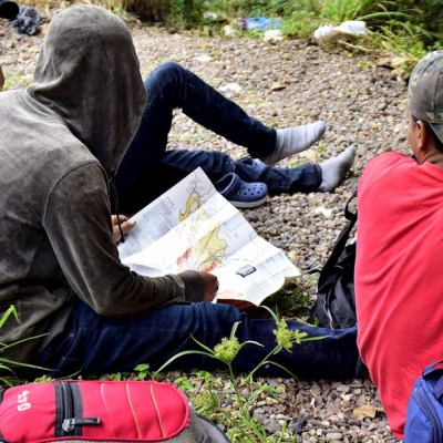 Caravana de migrantes descansa en Guatemala antes de seguir a EEUU