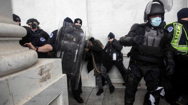 Muere-policía-del-Capitolio-tras-asalto-al-Congreso-de-EEUU