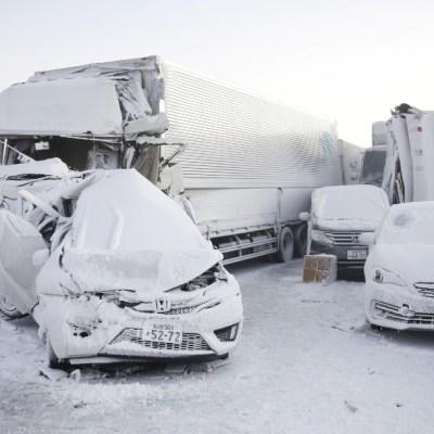 Nevadas en Japón causan accidente con 140 vehículos involucrados y muere una persona