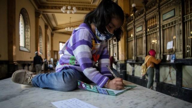 Niños depositan sus cartas a los Reyes Magos y familias compran la tradicional rosca
