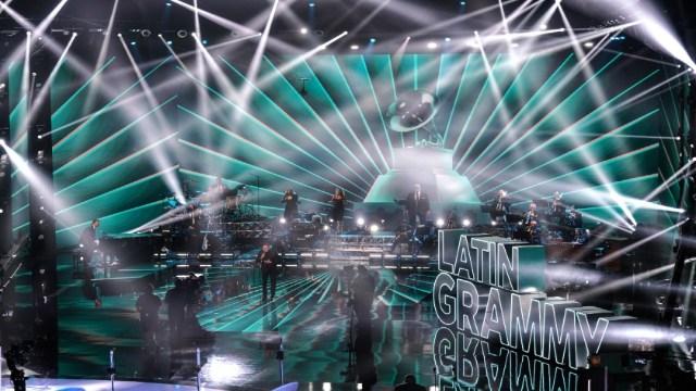Posponen premios Grammy 2021 por aumento de contagios COVID en Los Ángeles