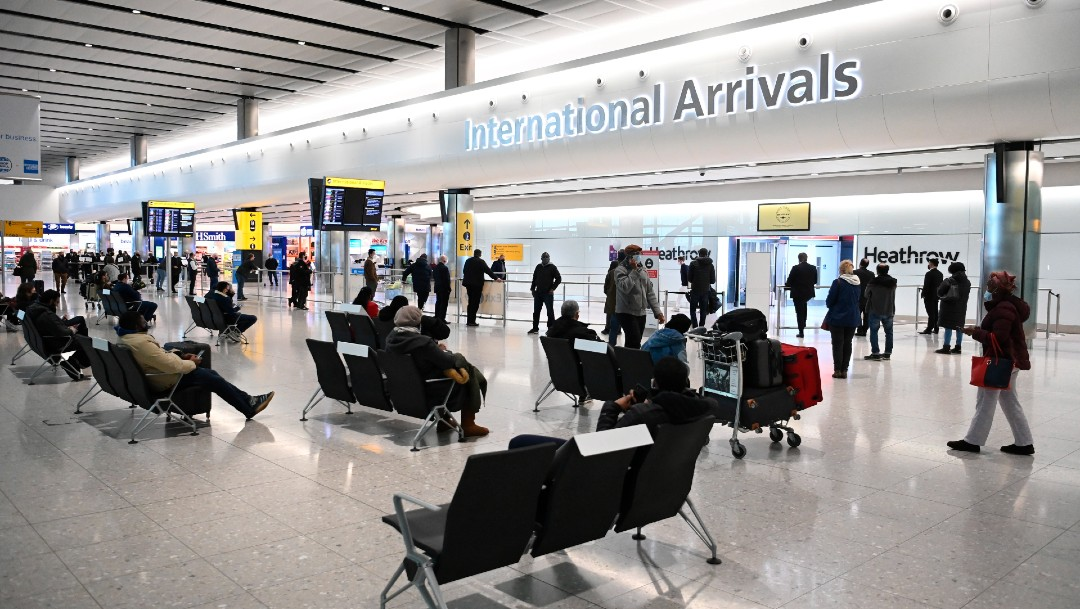 Reino Unido no descarta el cierre de fronteras por cepas del coronavirus