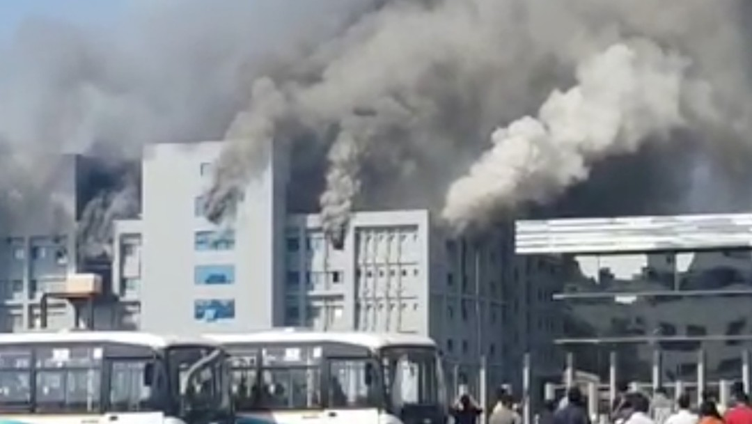 Se registra un incendio en edificio del mayor fabricante de vacunas en India