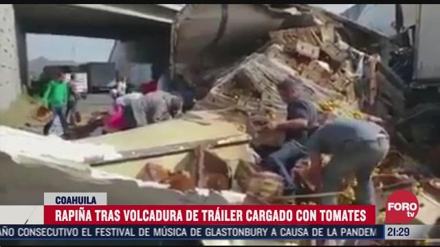 vuelca trailer cargado con 25 toneladas de tomate en carretera saltillo monterrey