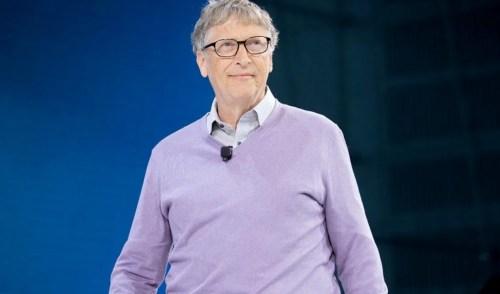 Países ricos deberían comer solo carne sintética: Bill Gates