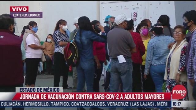 adultos mayores se niegan a retirarse de centro de vacunacion en ecatepec