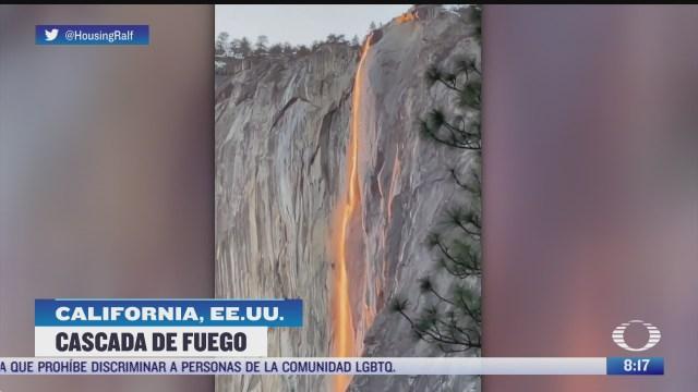 cascada de fuego en parque nacional yosemite en california