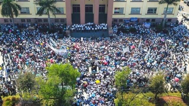Gobernador de Tamaulipas recibe apoyo de miles de personas