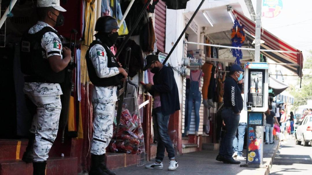 Elementos de la Guardia Nacional vigilan la capital de Morelos.