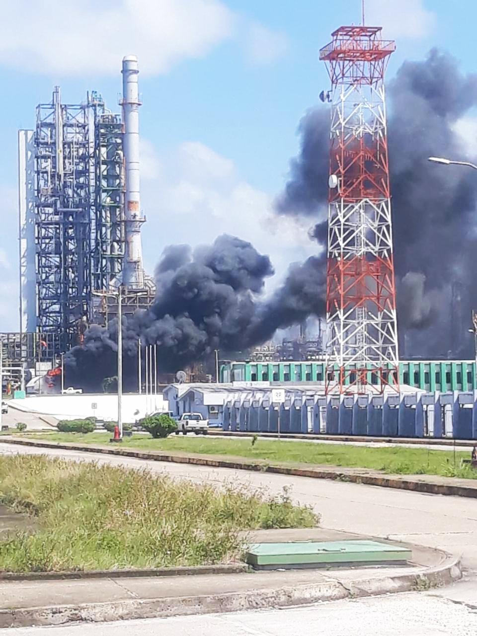 Incendio en el complejo petroquímico 'La Cangrejera', en Coatzacoalcos