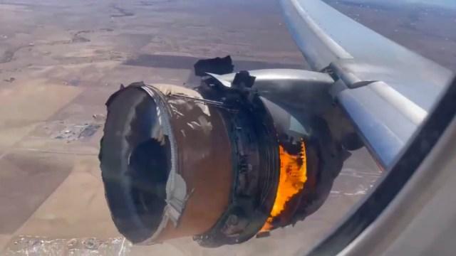 VIDEO: Avión de United Airlines sufre desperfecto durante vuelo
