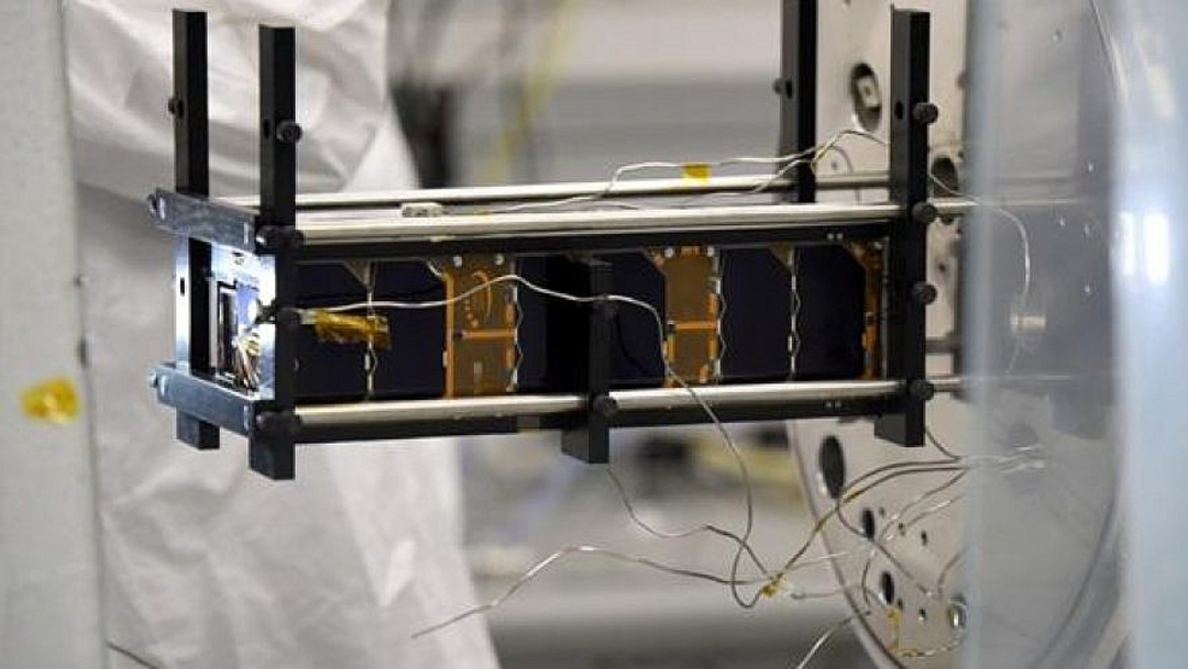 El nanosatélite TAU-SAT1, que tiene aproximadamente el tamaño de una caja de zapatos y pesa menos de seis libras