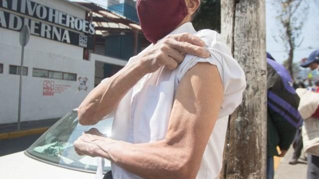 Vacunación contra COVID-19 a adultos mayores en CDMX