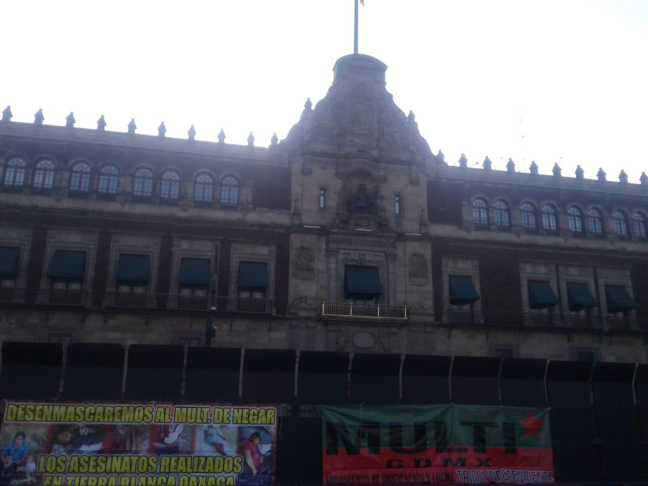 Vallas metálicas resguardan Palacio Nacional en el Centro Histórico de CDMX
