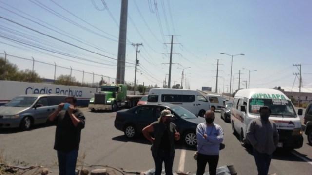 Vecinos del fraccionamiento Paseos de Chavarría en Pachuca relizan un bloqueo (Carlos Islas)