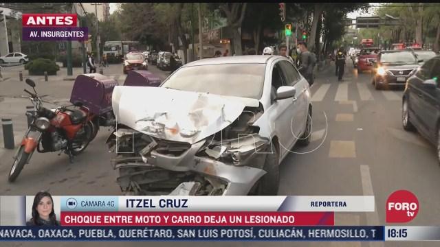 choque entre una moto y un carro deja un lesionado