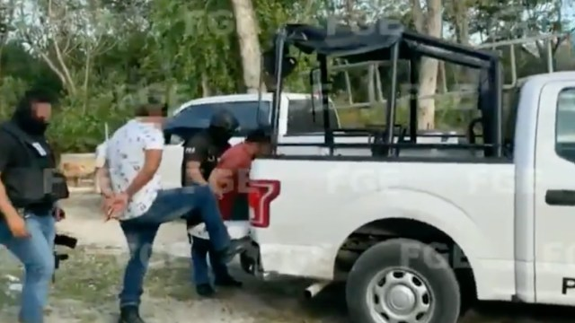 Trasladado de policías implicados en asesinato de mujer salvadoreña en Tulum (Twitter: @FGEQuintanaRoo)