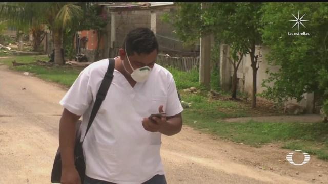 enfermero ayuda a enfermos no graves en kanasin yucatan