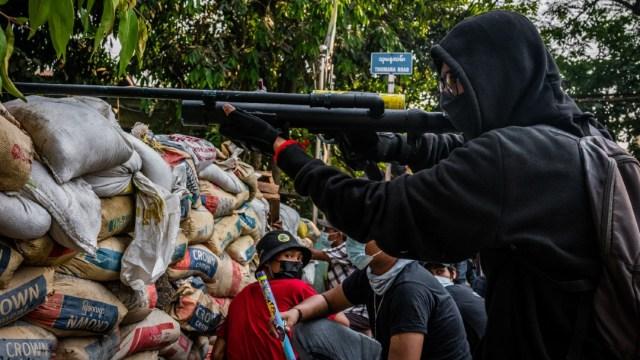 Fuerzas de seguridad de Myanmar disparan contra multitud en un funeral