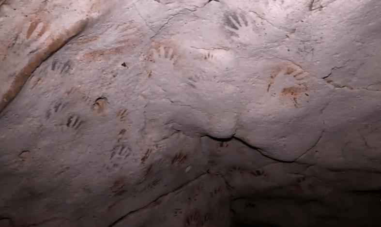 Hallan cueva con 137 impresiones de manos de niños maya en Yucatán