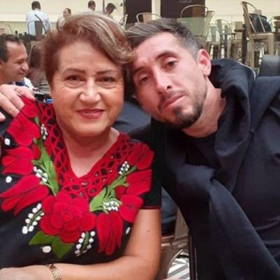 El futbolista mexicanoHéctor Herrera junto a su madre, María Candelaria López